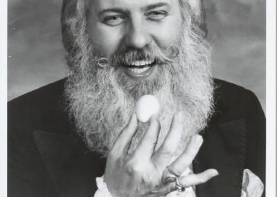 Dr. Fred Smart - An Eggstaordinary Magician